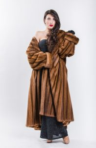 Cappotto Visone Femmina Demy-Buff con Collo a Mantella